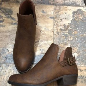 Just Fab brown ankle booties size 8